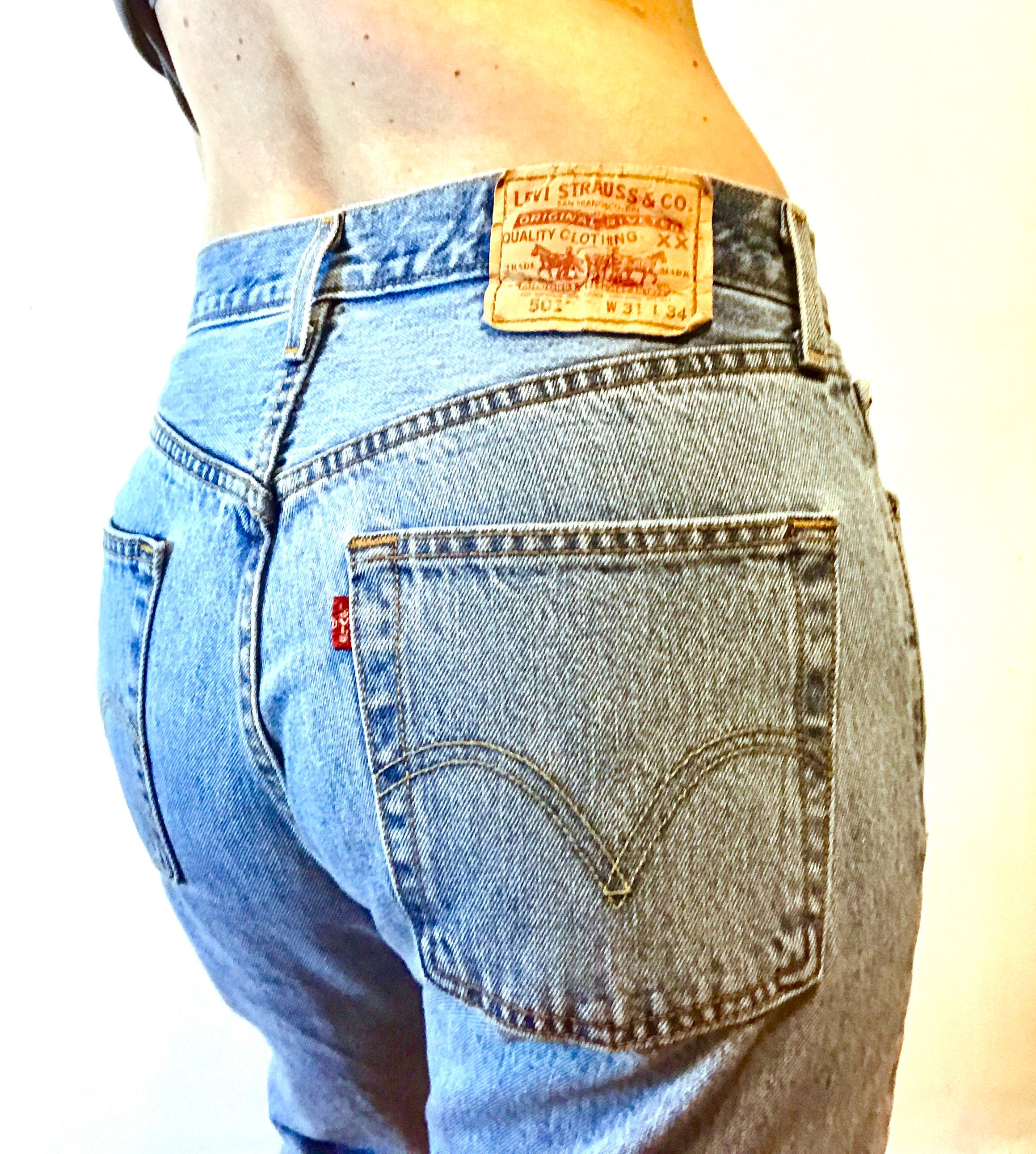 48588058 Vintage LEVIS 501 Faded Blue Jeans 5 Button Fly High Mid Waist ...