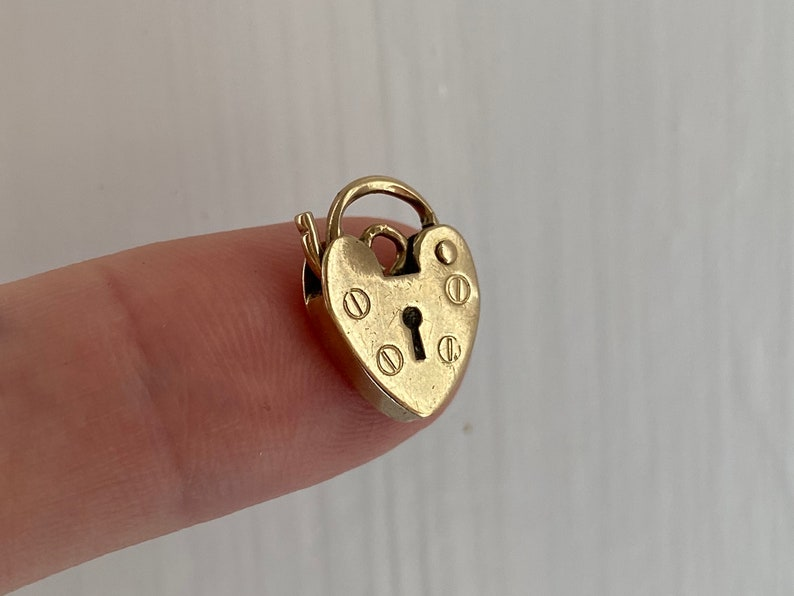 V I N T A G E  slightly dented love  9ct heart padlock charm  yellow gold with a working latch  a charm or pendant