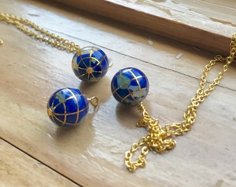 Globe necklace. Earth necklace. Planet necklace. Best friend gift. Long gold necklace. Ocean jewelry. Lapis lazuli blue charm.