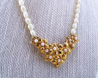 Mother's Day gift, Pearl Avon necklace. Vintage jewelry. Faux pearls. Flower gold necklace. Beaded. Gift for bride. Gift for her.