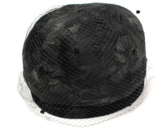 dcac72500fc Vintage Toque Hat Sz S 6 7 8 60s Black Feather Velvet Tulle Netting Richard  Free US Shipping