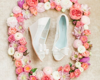f05eb60e16a Elegant Regal Lace Wedding Wedge Shoes - Peep Toe Bridal wedge Pumps with  Removable Bows Clips Bella Belle Winnie