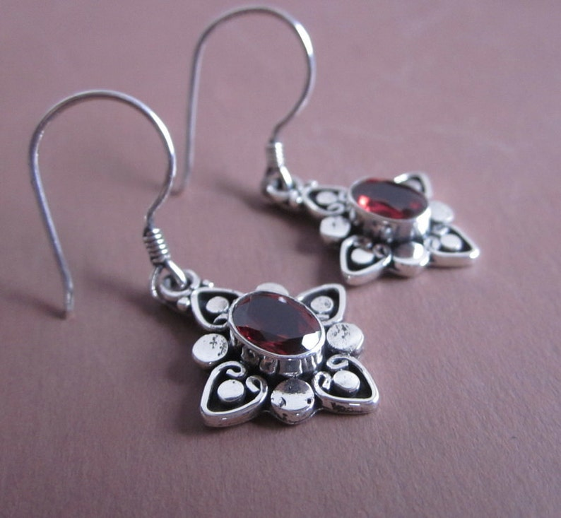 Hooks In Box Beautiful Earrings With Moonstone And Garnet 1.7 Gr Long 3.5 Cm