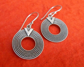 Sterling Silver Circle  dangle Earrings / silver 925 / Balinese handmade jewelry / 1.25 inch long / (#44m)