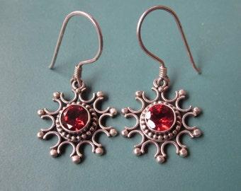 Chic Bali Sterling Silver Garnet Dangle Earrings / 1.4 inch long / silver 925 /  Balinese handmade jewelry (#18m)