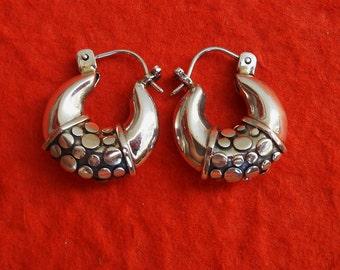 Sterling Silver Hoop  Earrings / silver 925 / Balinese Handmade Jewelry / 0.85 inch long 2.2 cm / (#285E)