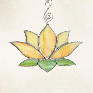 Meditation Spiritual Art Lotus Flower Peach Glass Home Decor Iridescent Glass Yoga Studio Stained Glass Garden Art Sun Catcher