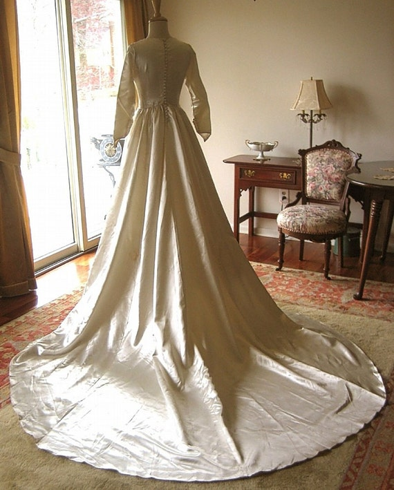 Vintage Wedding Dresses Canada: DRESS Vintage Authentic Cream Liquid Satin WEDDING GOWN