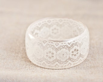 SALE. Resin Bangle Bracelet Vintage French Lace Cream Ivory White Champagne Wide Cuff OOAK neutral pastel wedding bridal jewelry rusteam