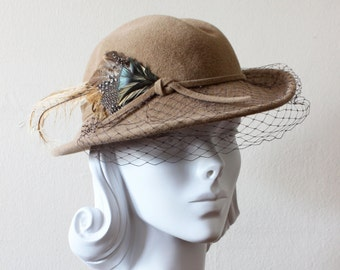 1980s Vintage Hat / Betmar Hat / Veiled Tan Wool Hat with Feather