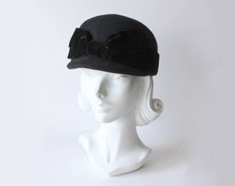 1980s Hat / Vintage Betmar Black Velvet Bow Wool Felt Cap Hat