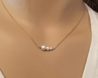 Pearl necklace with Swarovski pearls - Mother of three - Bridesmaid gift - Three pearls - Three sisters - Photo NOT actual size