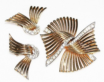 Boucher 1950 Winged Gold Tone Brooch and Earrings Vintage Set