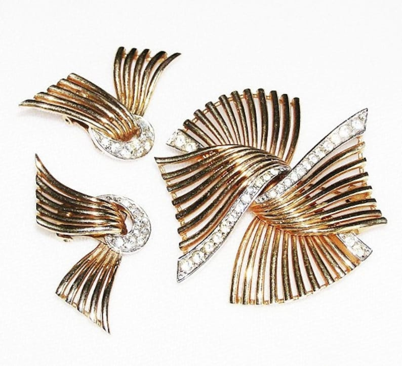Boucher 1950 Winged Gold Tone Brooch and Earrings Vintage Set image 0
