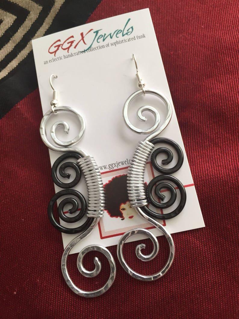 FILIGREE: Bangin Beauties hammered aluminum wire earrings image 0