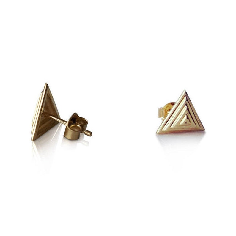 b17ec9a90e036 Pyramid stud earrings in 14 Karat Yellow Gold