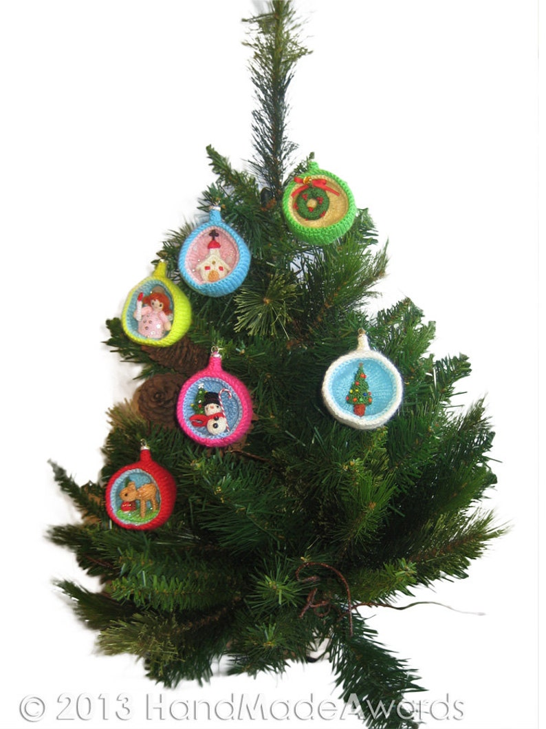 Christmas Diorama Ball  Holiday WREATH Ornament Pdf Email Knit image 0