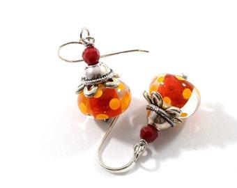 Rot und Orange Lampwork Ohrringe, Silber Ohrringe, Gepunktet, Lampwork Ohrringe, Antik Silber Ohrringe, Boho Ohrringe, Ohrringe, AE023