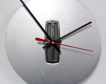 Lincoln Wall Clock - 1993 - 2002 Continental Town Car Hubcap Clock - Recycled Mens Decor - 1994 1995 1996 1997 1998 1999 2000 2001