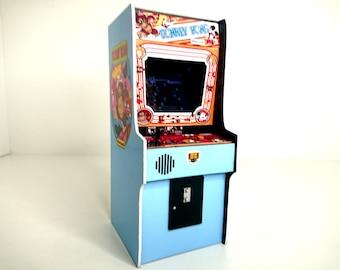 Miniature working Donkey Kong arcade machine, 1/12 dollhouse scale.