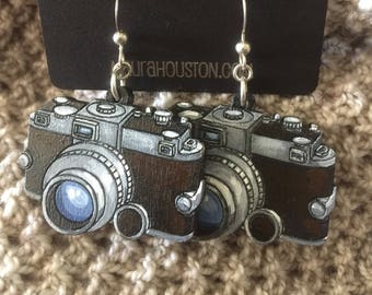 SLR camera earrings that are laser cut and hand painted to give the illusion of 3D // gifts for her