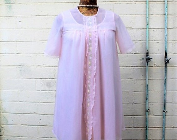 Small Vintage Chiffon Pink Bridal Peignoir Nightgown Set/Bridal pink peignoir set/wedding night bridal designer/Vintage Lingerie/1950s set