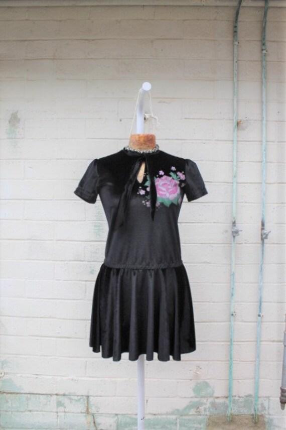 Medium Vintage Black Velvet Folk Art Babydoll Dress/Vintage Dress/Babydoll Dress/Upcycled Clothing/Short Dress/Vintage Black Punk dress/Rock