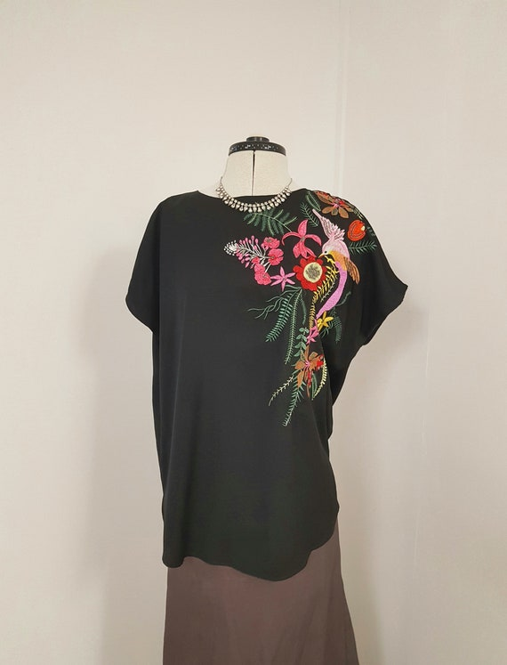 90/'s Black and Gray Floral Embroidery Top