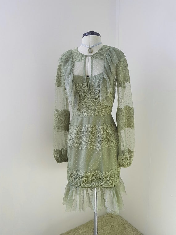 SPECTACULAR green lace dress, tulle and lace layer