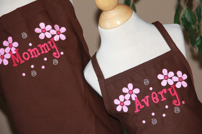 Personalized Embroidered Adult teen junior Apron FLOWERS Mommy daughter teacher GIFT SISTERS