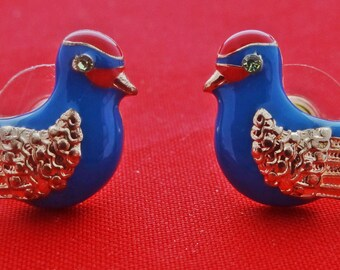 ADORABLE Unsigned gold tone pierced earrings with enameled birds-great condition, appears unworn, .75""