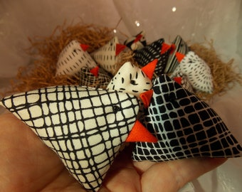 Black and White Chicks~Set of 3 Chicks~Eclectic Cute Basket Chicks~Display Chicks~Table Setting Chicks Party Favor Kitchen Decor