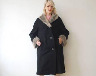 SALE...50s black coat. boucle wool coat with fur trim. 50s oversized coat. car coat - large, xl