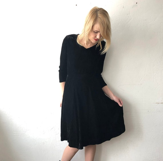 40s 50s handmade black silk crushed velvet dress.… - image 4