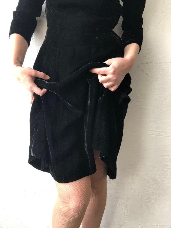40s 50s handmade black silk crushed velvet dress.… - image 7