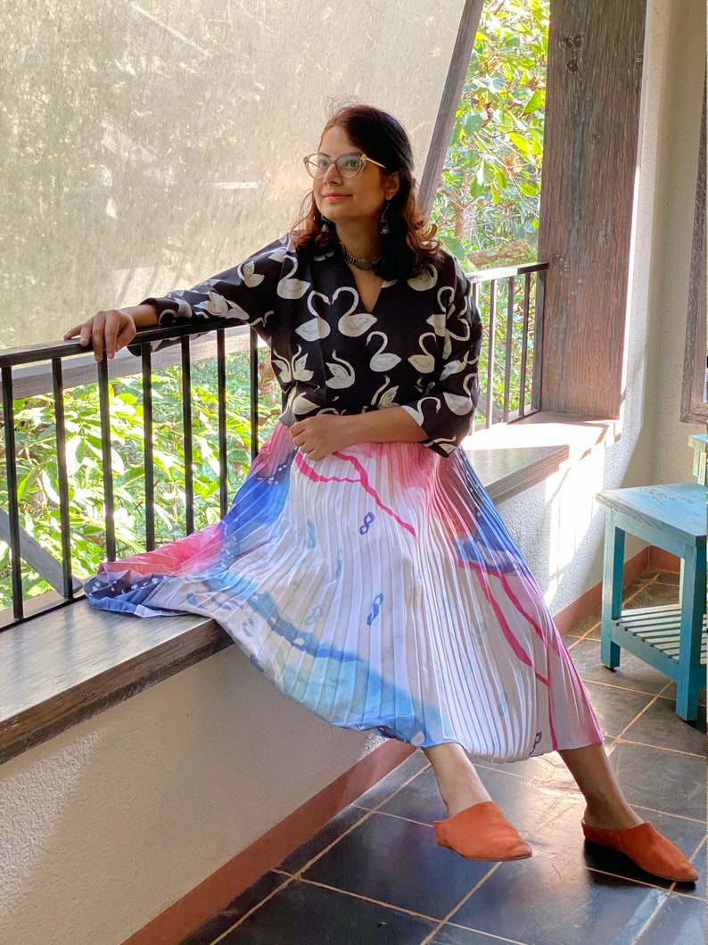 Comes in all sizes Abstract Indigo Hills Pleated Skirt with Contrast Black Humming Swans Top Ensemble Pleated Women Skirts
