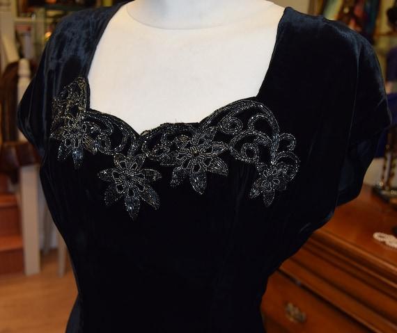 """1940's Black Velvet Gown 36 bust 26"""" waist"""