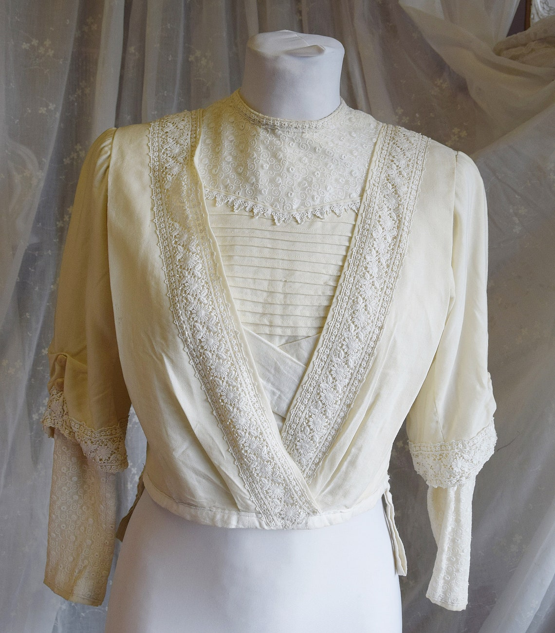 Antique Edwardian Cream Wool Bodice With Lace And Silk Trim 34 Bust 25 Waist