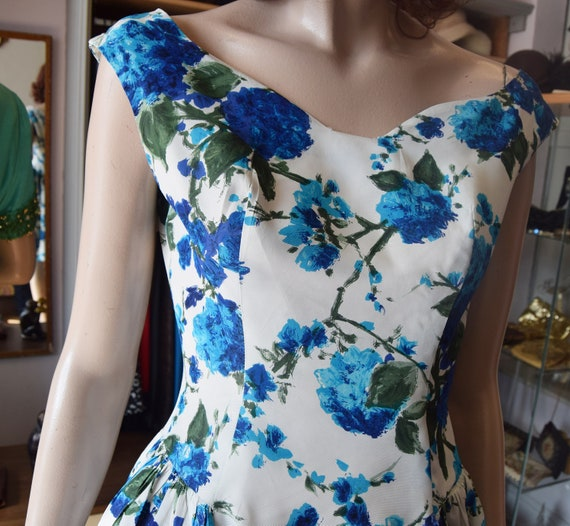 "Late 1950s Cold Rayon Floral Dress 36"" bust 26"" wa"