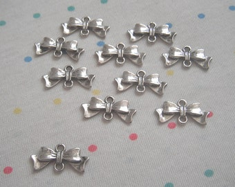 4 Bow Connector Pendants Antiqued Silver Ribbon Pendants Links Charms 20mm