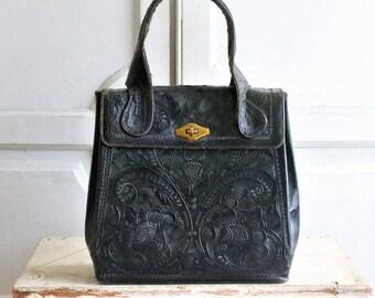 9ce8f3b0a038 large black tooled leather bag vintage 60s - 70s