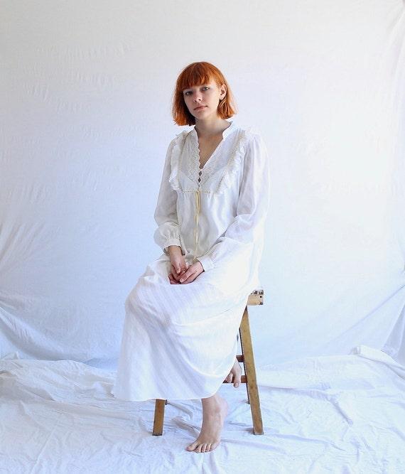 Loretta Caponi white cotton victorian nightgown ni