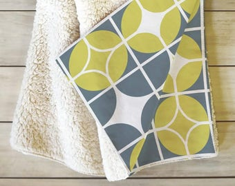 Midcentury Geometric Fleece Blanket // Sherpa Fleece Throw Blanket // Retro Style // Dorm Decor // Cozy Blanket // Othello Design // Geo
