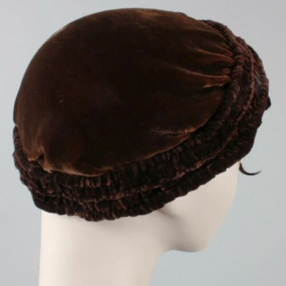 Vintage 1910s 20s Brown-Black Velvet Beret Cloche… - image 5