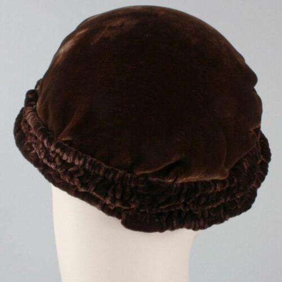 Vintage 1910s 20s Brown-Black Velvet Beret Cloche… - image 6