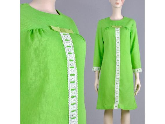 L Vintage 1960s Bright Green White Crochet Lace Lo