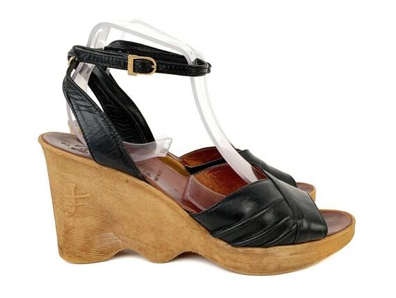 8.5 9 Vintage 70s FAMOLARE Black Leather Sandal Pl