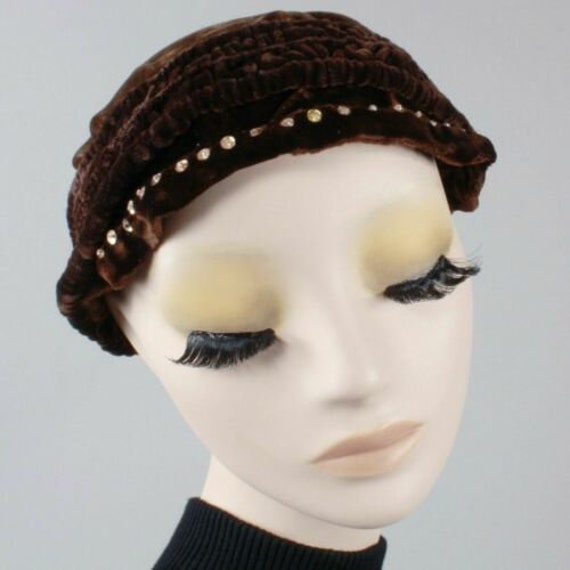 Vintage 1910s 20s Brown-Black Velvet Beret Cloche… - image 4