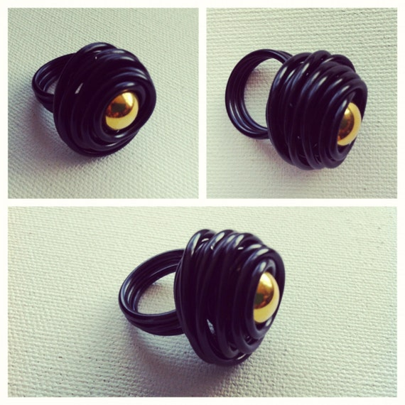 Rose Ring- Black w/Gold Bead
