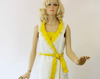 9f97984c6bb2 Vintage 60s Wrap Mini Dress White Waffle Pique  w Yellow   White Daisy Trim  by Pretaporte Spring Summer Dress Bust 38